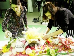 Hamburg Musical Company Video-Dreh zu Alice im Wunderland 06 Vorbereitung der Dekoration am Set