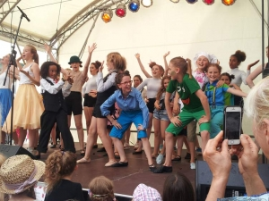 Hamburg-Musical-Company-Altonale-2015-live-on-stage-Finale-Song-Muppetshow-04