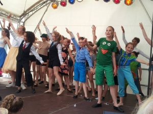 Hamburg-Musical-Company-Altonale-2015-live-on-stage-Finale-Tanz-Muppetshow-05
