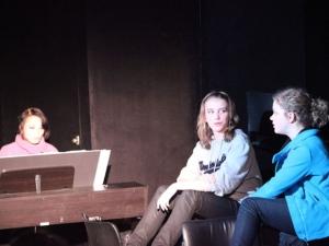 Hamburg Musical Company show 2009-4 Gesang von Jugendlichen mit eigener Begleitung am Klavier
