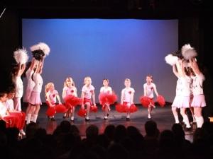 Hamburg Musical Company show 2010-11 Kinder tanzen zu High School Musical