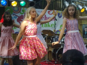 Hamburg Musical Company Theater-und Schauspielschule für Kinder Auftritt Mädchenspektakel Altona mit Auschnitten aus der show 2011-1