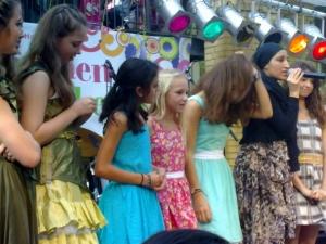 Hamburg Musical Company Theater-und Schauspielschule für Kinder Auftritt Mädchenspektakel Altona mit Auschnitten aus der show 2011-4