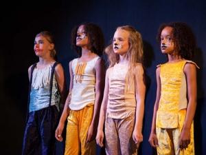 Sommer Show 2014 Allee-Theater Hamburg Kinder singen Song aus König der Löwen.jpg