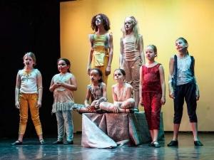 Sommer Show 2014 Allee-Theater Hamburg Schauspielszene aus König der Löwen.jpg