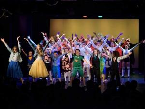 Hamburg-Musical-Company-Theateraufführung-2015-Finale-muppetshow-05