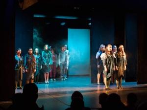 Hamburg-Musical-Company-Theateraufführung-2015-Chor-wicked-01
