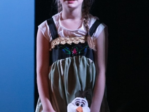 Hamburg Musical Company Sommershow 2016 kleine Anna mit Song aus die Eiskönigin