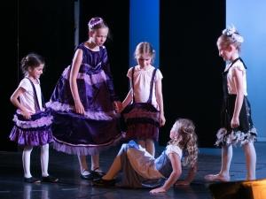 Hamburg Musical Company Theaterschule für Kinder und Jugendliche Kinder Spielen Die Schöne und das Biest
