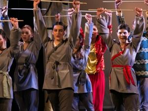 Hamburg Musical Company Theaterschule für Kinder und Jugendliche Tanz und Gesangsnummer