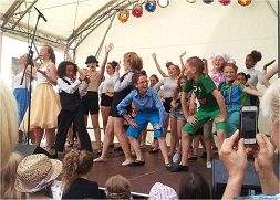 Hamburg Musical Company on stage Altonale 2015 Kinderbühne