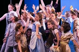 Nachwuchs Musicaldarsteller auf der Theaterbühne